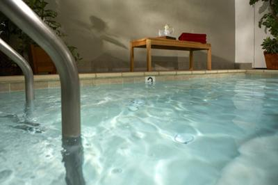 Relax after a long day on our oversize jacuzzi- alone or with friends!