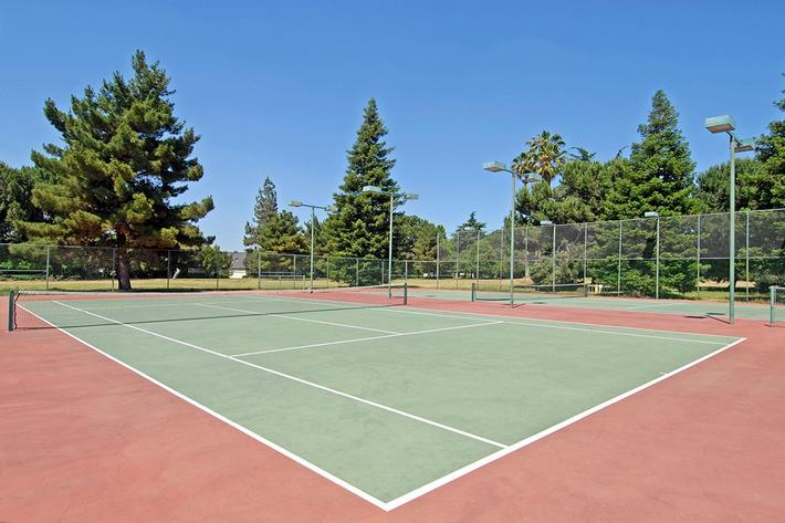 This is the tennis court at Lake Ridge