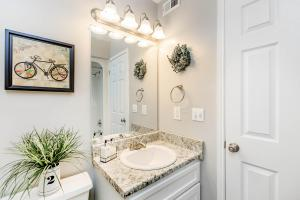 Sleek bathrooms at Graymere in Columbia, Tennessee