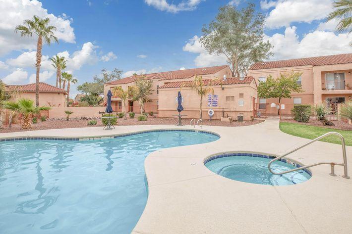 La Posada has a relaxing swimming pool