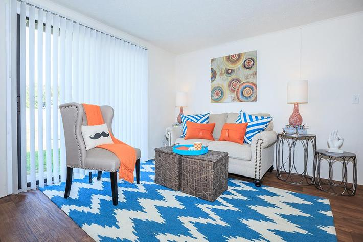 One And Two Bedroom Apartments For Rent At Papermill Square Apartments In Knoxville, Tennessee