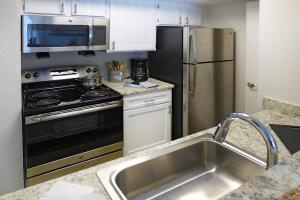 Chelsea One Bedroom Kitchen at The Knolls in Nashville
