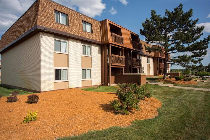 College Towne West_Exterior_2016_2.jpg