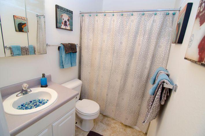05-29-2012_College_Towne_West_Bathroom_2.jpg