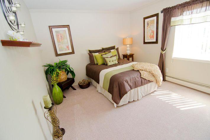 05-29-2012_College_Towne_West_Bedroom_3.jpg