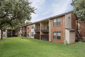 APARTMENT BALCONY OR PATIO AT MARBLETREE IN IRVING, TEXAS