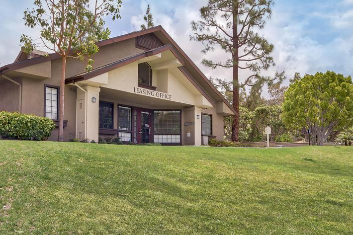 Front-of-Leasing-Office_21141 CANADA RD LAKE FOREST, CA 92630-2754_EMERALD COURT_RPI_II-280928-42.jpg