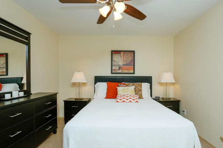 residence-at-garden-oaks-houston-tx-chantilly---2br--second-bedroom.jpg
