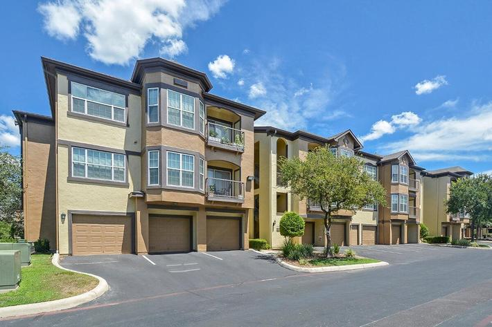 The Reserve at Canyon Creek Apartments in San Antonio, TX - Exterior 25.jpg