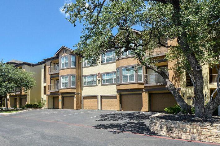 The Reserve at Canyon Creek Apartments in San Antonio, TX - Exterior 28.jpg
