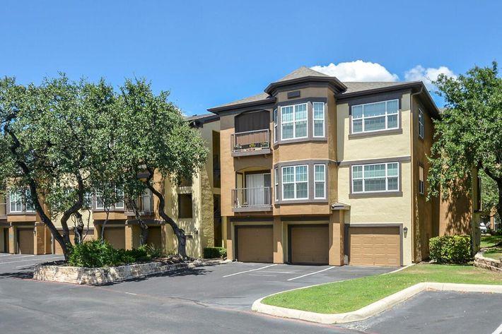 The Reserve at Canyon Creek Apartments in San Antonio, TX - Exterior 29.jpg