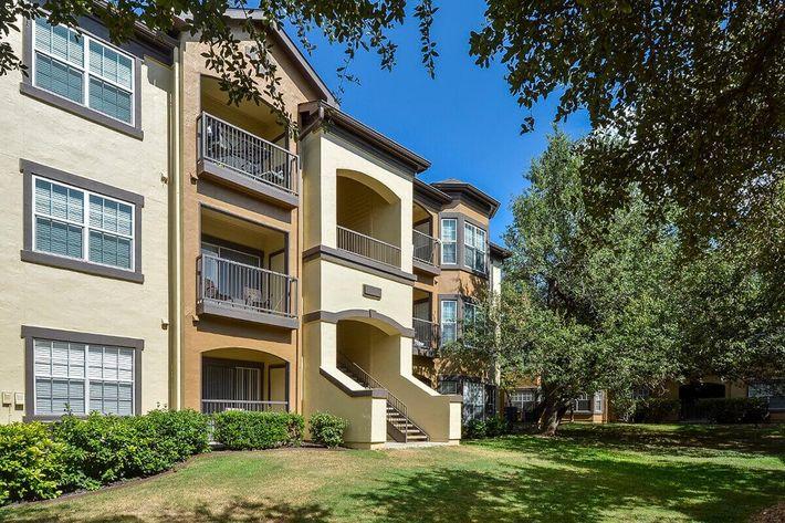 The Reserve at Canyon Creek Apartments in San Antonio, TX - Exterior 38.jpg