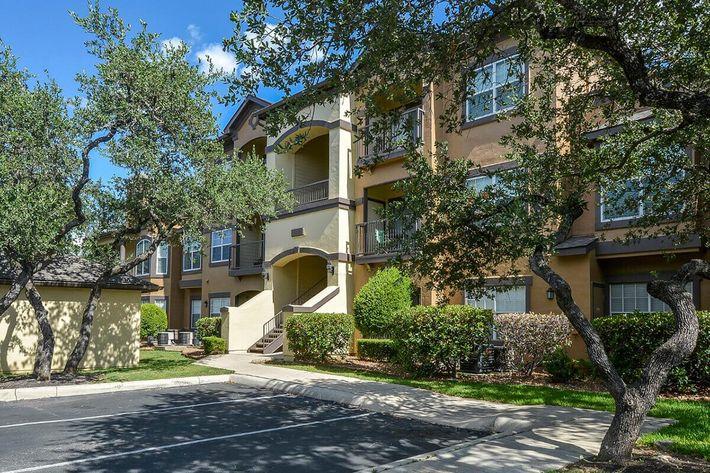 The Reserve at Canyon Creek Apartments in San Antonio, TX - Exterior 40.jpg