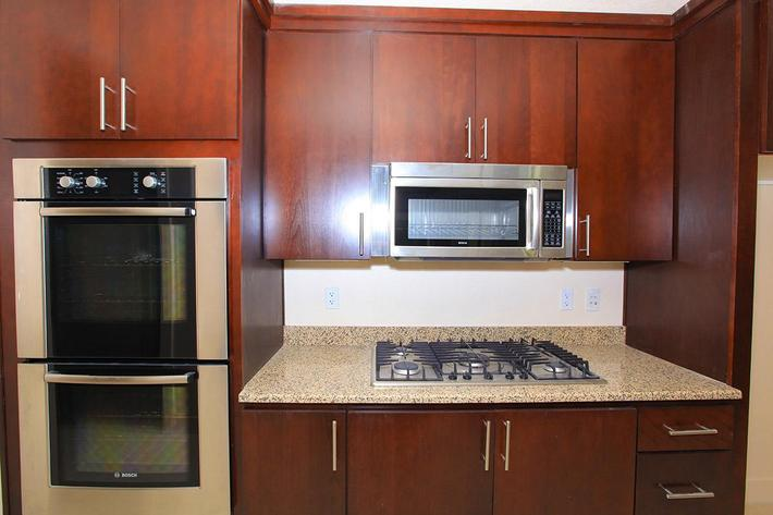 ECHELON AT CENTENNIAL HILLS IN LAS VEGAS HAS GORGEOUS UPGRADED CABINETS