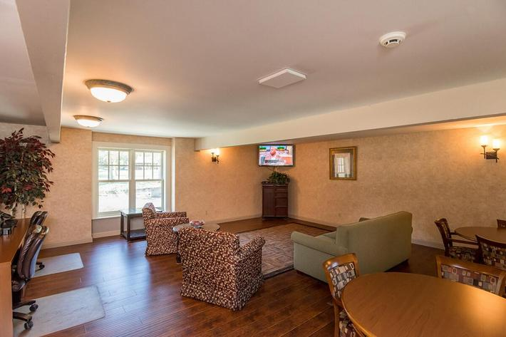 Whispering Hills Apartments in Creve Coeur, MO - Clubhouse 05.jpg