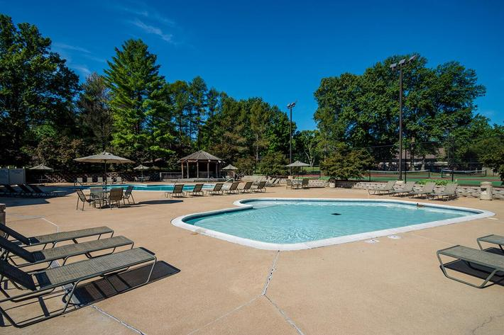 Whispering Hills Apartments in Creve Coeur, MO - Swimming Pool 04.jpg