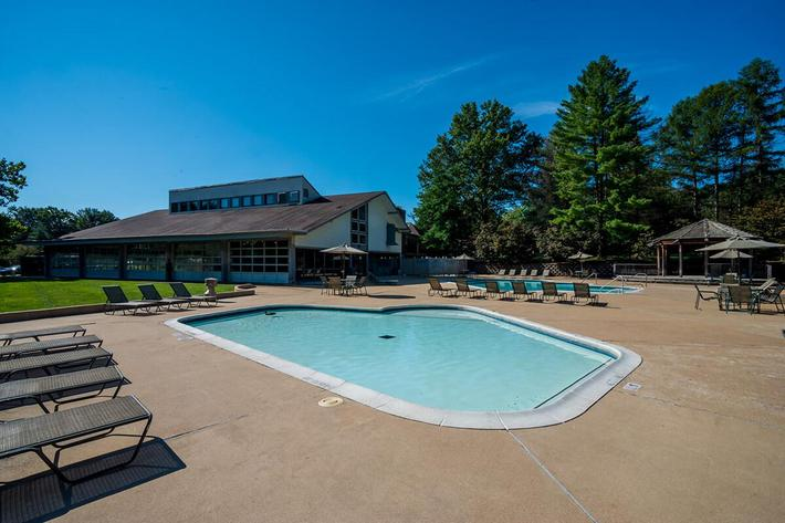 Whispering Hills Apartments in Creve Coeur, MO - Swimming Pool 05.jpg
