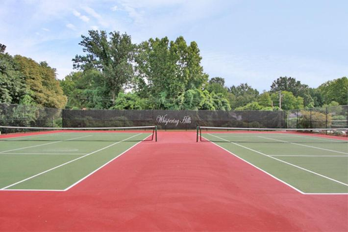 Whispering Hills Apartments in Creve Couer, MO - Tennis Courts 01.jpg