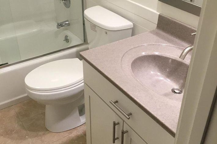 12750G Bathroom.jpg