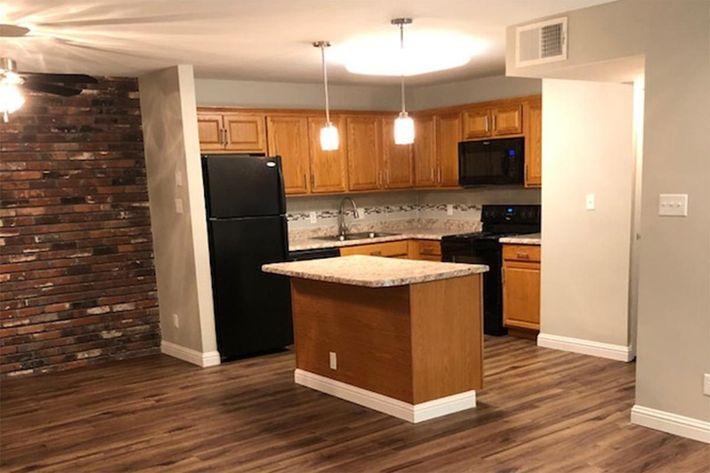 1410D Kitchen 1.jpg