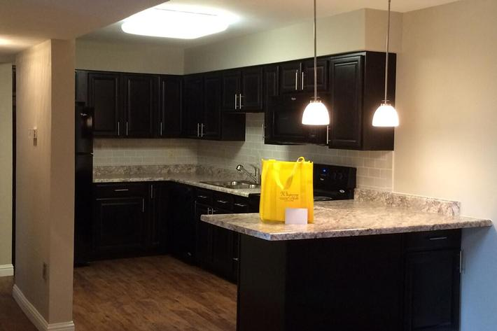 Whispering Hills Apartments in Creve Coeur, MO - Interior 00-4.jpg