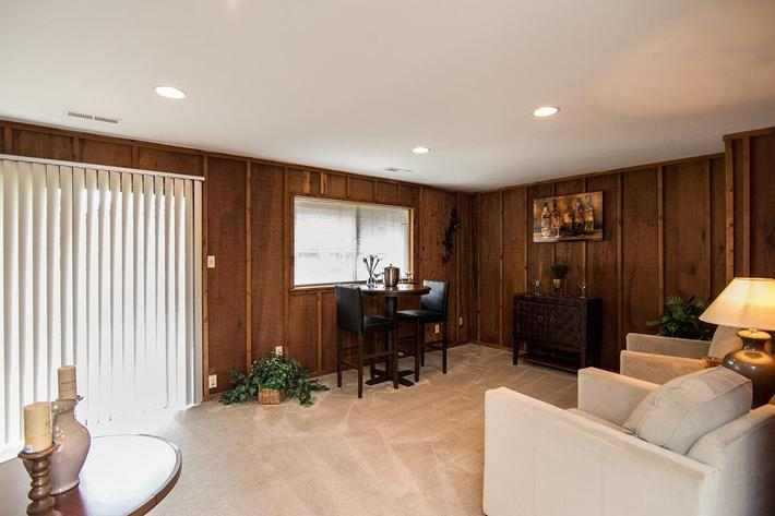 Whispering Hills Apartments in Creve Coeur, MO - Interior 15.jpg