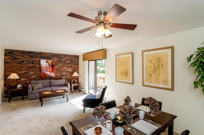 Whispering Hills Apartments in Creve Coeur, MO - Interior 18.jpg