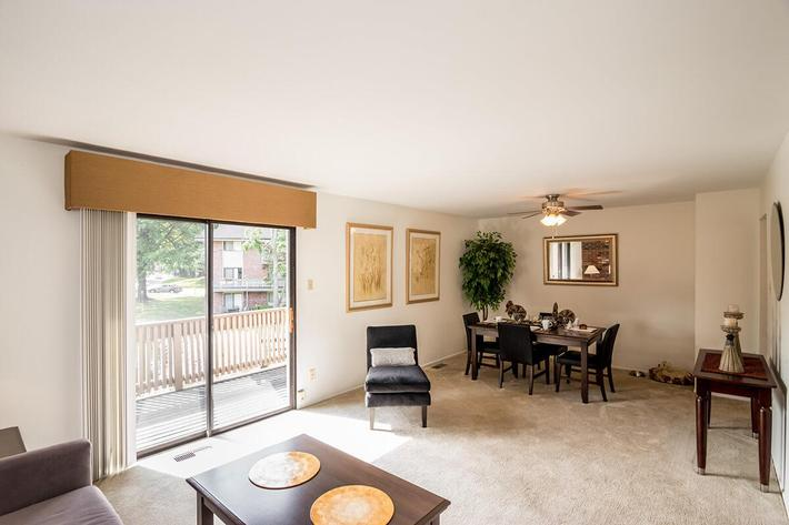 Whispering Hills Apartments in Creve Coeur, MO - Interior 21.jpg