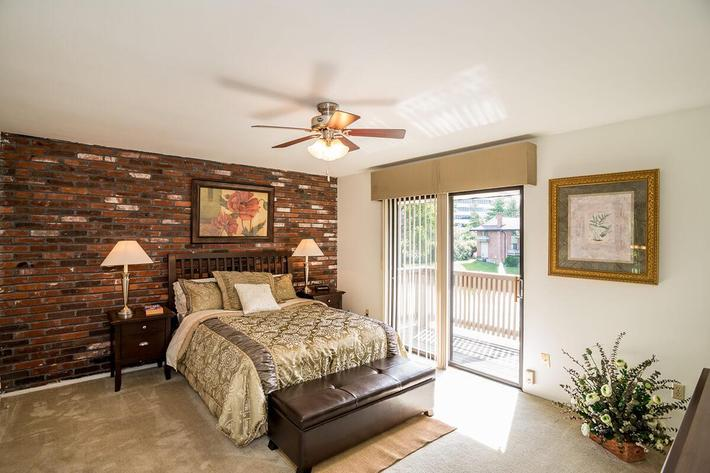 Whispering Hills Apartments in Creve Coeur, MO - Interior 22.jpg