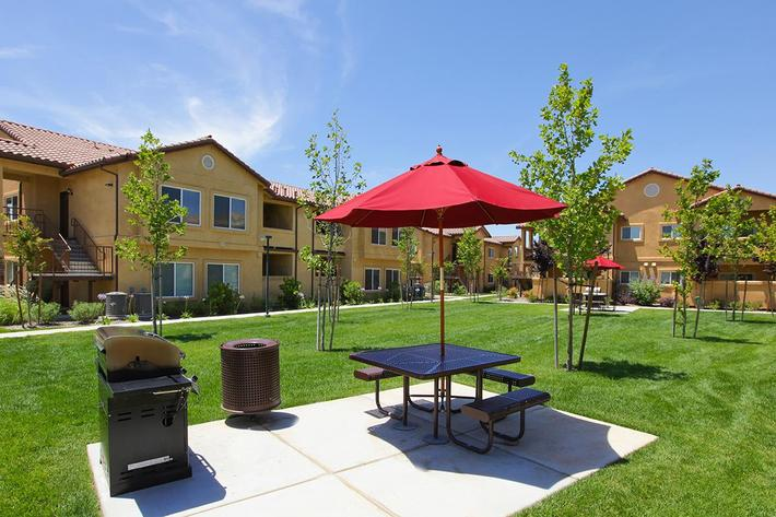 Relax at the picnic area in Villa Siena Apartments