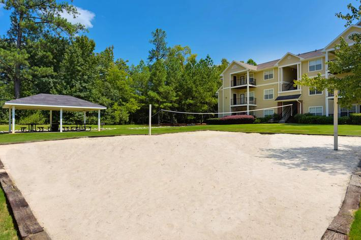 Walden Glen Apartments in Evans, GA - Picnic Area 01.jpg