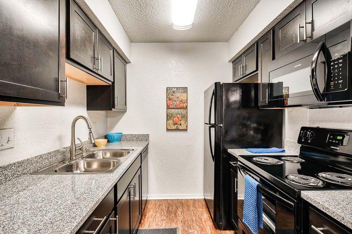 Kitchen_175-N-LOCUST-HILL-DR-LEXINGTON-KY_RAINTREE-Apts_RPI_II-289660-77.jpg