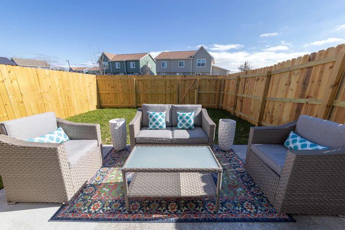 Backyard Patio Furniture_2.jpg