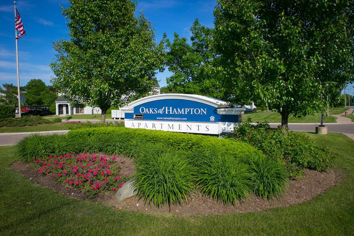 Oaks at Hampton Rochester Hills, MI sign.jpg