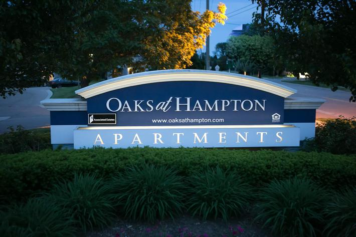 Oaks at Hampton Rochester Hills, MI sign2.jpg