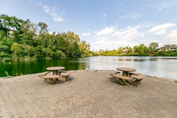 Runaway Bay Lake seating.jpg