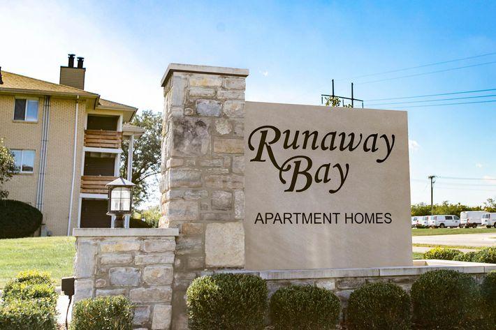 Runaway Bay Sign.jpg