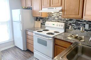 813-kitchen.jpg
