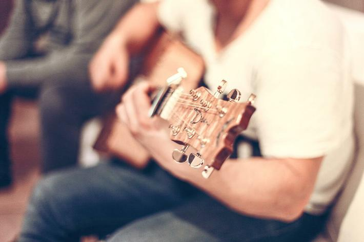 interior-livingroom-guitar.jpg