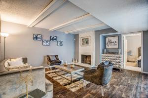 GORGEOUS HARDWOOD FLOORS AT THE VIEW AT LAKE HIGHLANDS