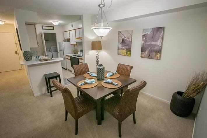 Summer Ridge Kalamazoo MI - Dining Room 1.jpg