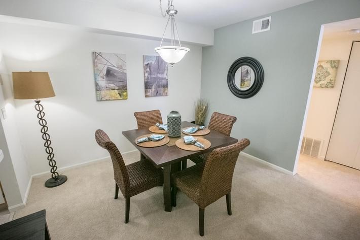 Summer Ridge Kalamazoo MI - Dining Room 4.jpg