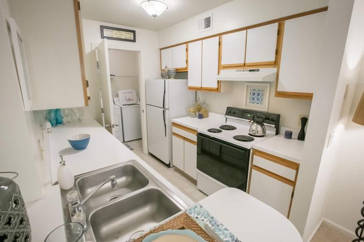 Summer Ridge Kalamazoo MI - Kitchen 2.jpg