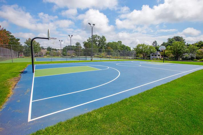 Summer Ridge Kalamazoo MI - Basketball Court 1.jpg