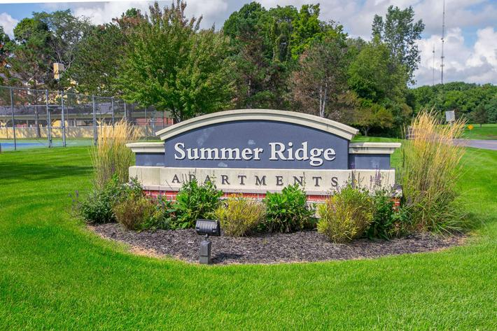 Summer Ridge Kalamazoo MI - Exterior Sign 1.jpg