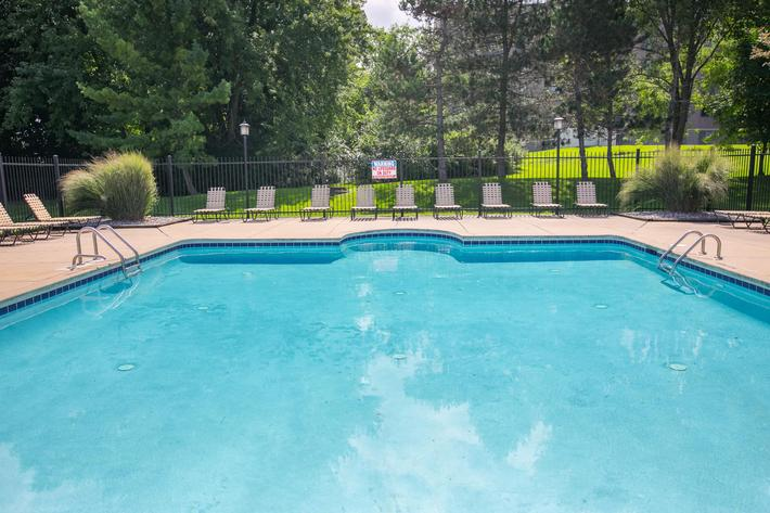 Summer Ridge Kalamazoo MI - Pool 6.jpg