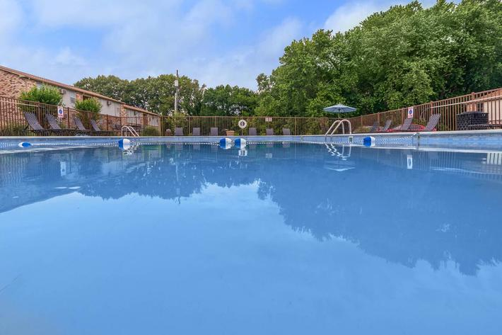 beautiful blue swimming pool at Eagles Crest at Wallace in Clarksville, Tennessee