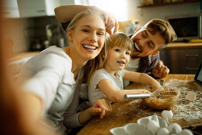 Family-in-kitchen-iStock-505966646.jpg