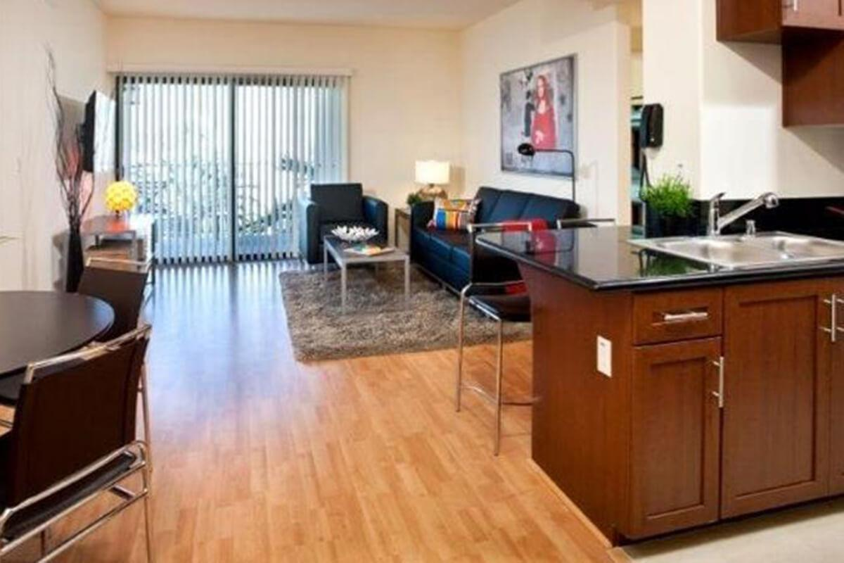 lorenzo-student-housingliving.jpg