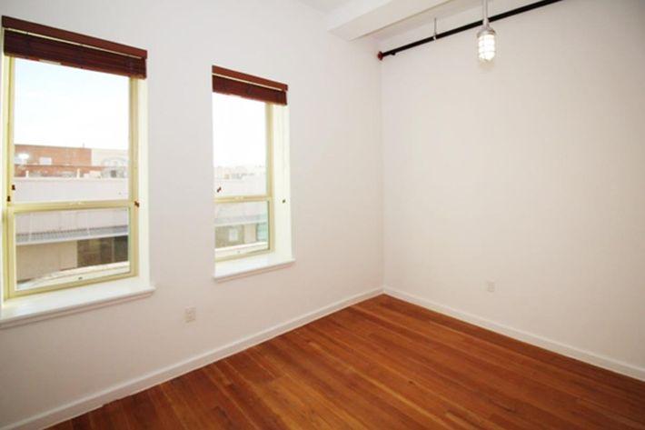 640 sq ft window wall corner.JPG